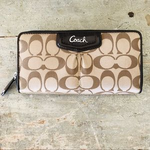 ♥️ Coach ♥️ Ashley Tri-Fold Signature Wallet